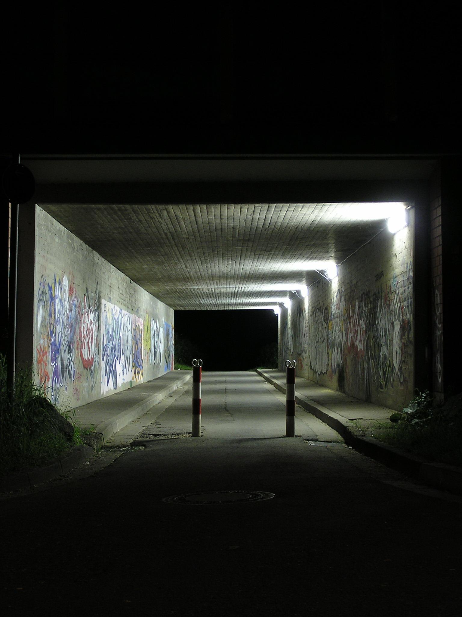 Nachtbild 001: Unterführung